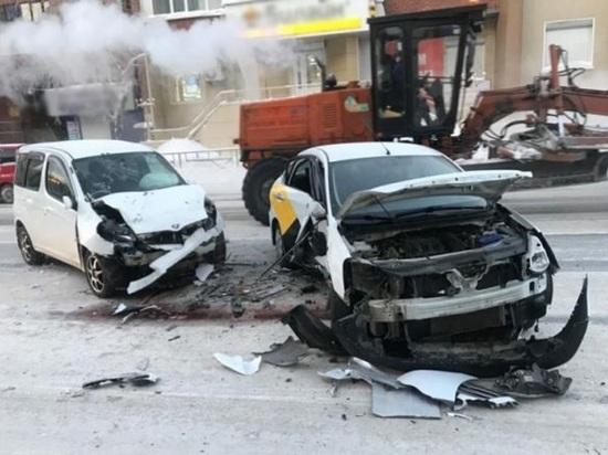 Автобус и две легковушки столкнулись в Томске утром во вторник