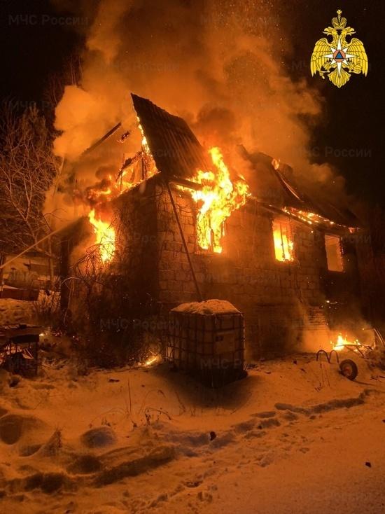 Жилой дом сгорел в Калужской области