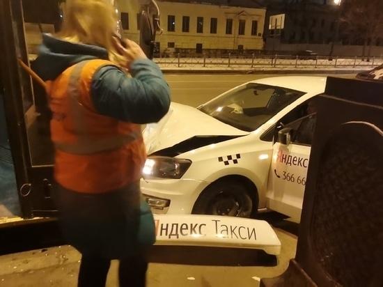 Таксист протаранил троллейбус на Васильевском острове