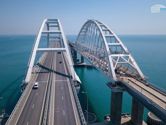 На Крымском мосту вновь задержали автомобили со сторонниками хизбов*