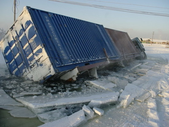Служба спасения Якутии предупредила водителей о наледях на автозимниках