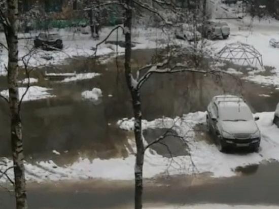 """В """"Тверь Водоканале"""" прокомментировали затопление улицы канализацией"""