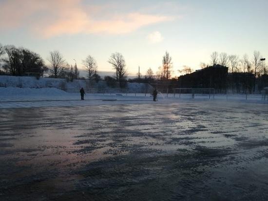Ледовый каток заливают в карельской столице на стадионе «Юность»