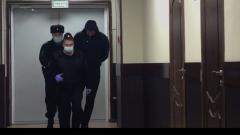 В суд доставили виновника страшного ДТП с военными автобусами: видео