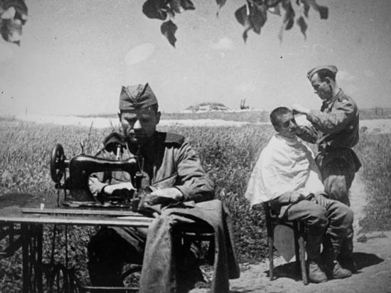 Важной частью боевой жизни были повседневные заботы о пище, жилье, одежде солдат, о снабжении фронта всем необходимым