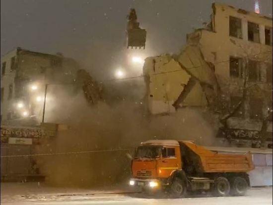 В Екатеринбурге так старались уничтожить конструктивизм, что чуть не убили людей