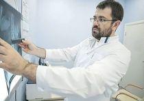 Осложнения после коронавируса, увы, беспокоят очень многих пациентов, перенесших COVID-19. Некоторые, отчаявшись, даже считают, что посткоронавирусный синдром останется с ними навсегда. Но опытные доктора находят выход из ситуации, назначая грамотное комплексное лечение. О случае из практики рассказал врач-невролог Открытой клиники на проспекте Мира Дмитрий Владимирович Афонин.