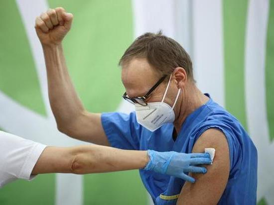 Начало вакцинации от CОVID-19 сравнивают с днем освобождения и высадкой первого человека на Луну