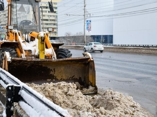От гололеда и снега трассы Волгограда чистят больше 55 спецмашин