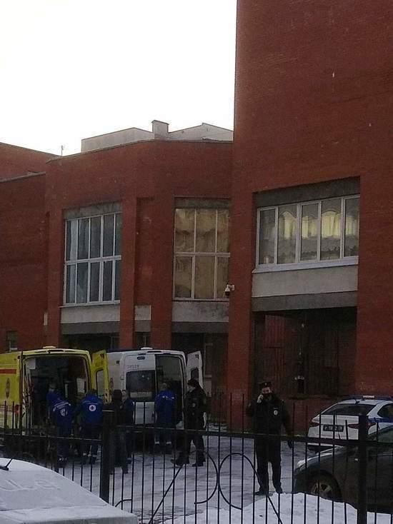 Выпавший из окна школьник находится в тяжелом состоянии