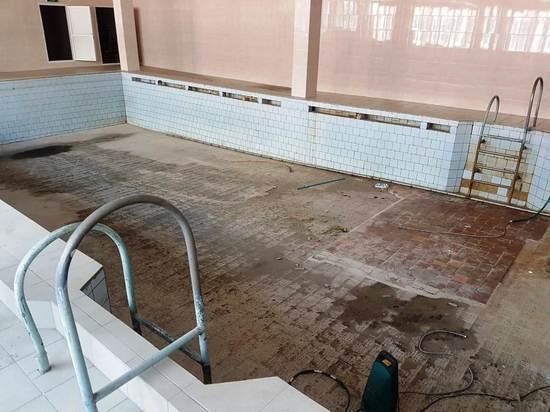 В Хабаровске начали ремонтировать бассейн в гимназии №8