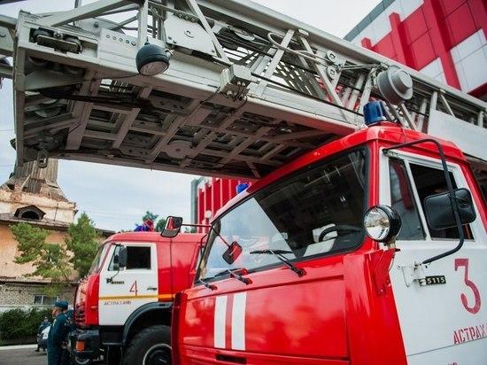 В Астрахани из-за оставленного источника огня пострадали два человека