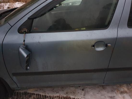 Раздраженный мужчина повредил автомобиль неприятеля в Тверской области