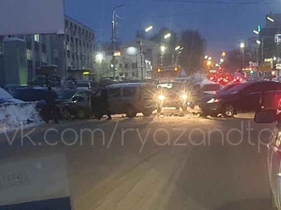 На улице Есенина в Рязани столкнулись три машины, никто не пострадал