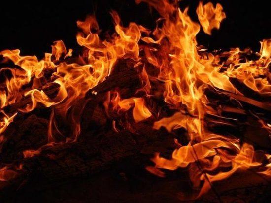 В Тверской области спасатели тушили пожар в бункере для аварийного сброса щепы