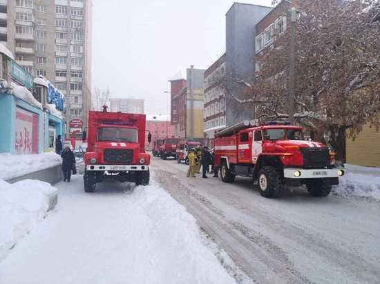 В центре Барнаула на улице Крупской произошел пожар