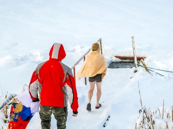 Жителям Алтайского края разрешили окунуться в прорубь