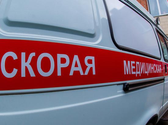 В Челябинске маршрутный ПАЗ врезался в столб, пострадал водитель