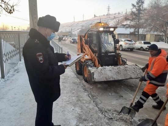 ГИБДД раскритиковала красноярских коммунальщиков за скользкие дороги