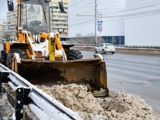 Дорожники Волгоградской области продолжают работу по расчистке дорог