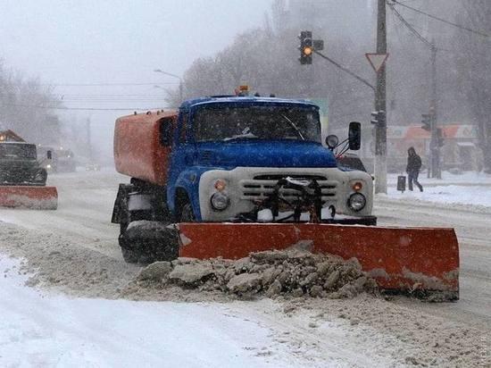 На донецкие улицы вывели 100 единиц снегоуборочной техники