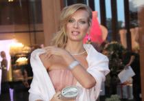 Российская актриса театра и кино Олеся Судзиловская опубликовала в Stories своего Instagram устрашающее фото с почерневшими ранами на лице, шокировав преданных поклонников