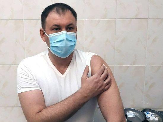 Илья Середюк привился от коронавирусной инфекции