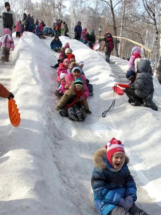 Несколько детей травмировались во время катания с горок на «плюшках» в Кузбассе