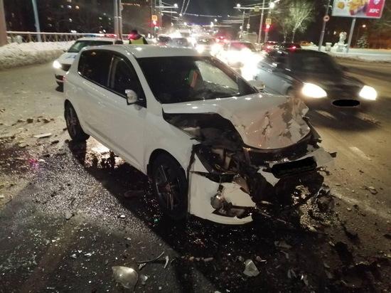В Оренбурге столкнулись три автомобиля