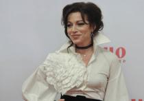 Российская актриса театра и кино Алена Хмельницкая и Тигран Кеосаян прожили в браке более двадцати лет, но неожиданно пара рассталась