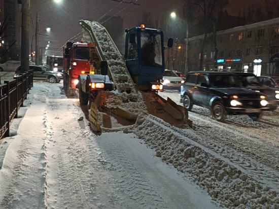 Последствия продолжающегося до сих пор снегопада удается победить совместными усилиями