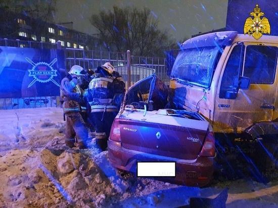 В Калуге два человека погибли в ДТП с грузовиком