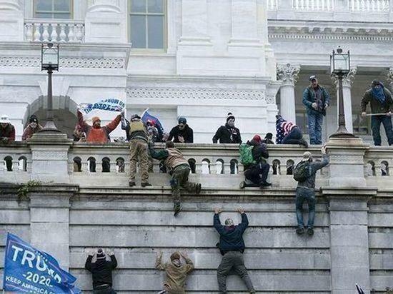 В беспорядках на Капитолийском холме участвовали двое сотрудников полиции США