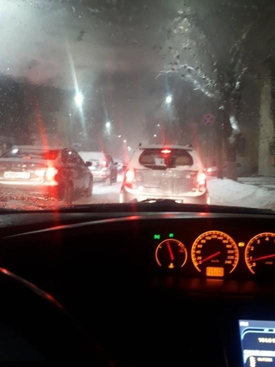 Из-за снегопада улицы Брянска встали в огромных пробках