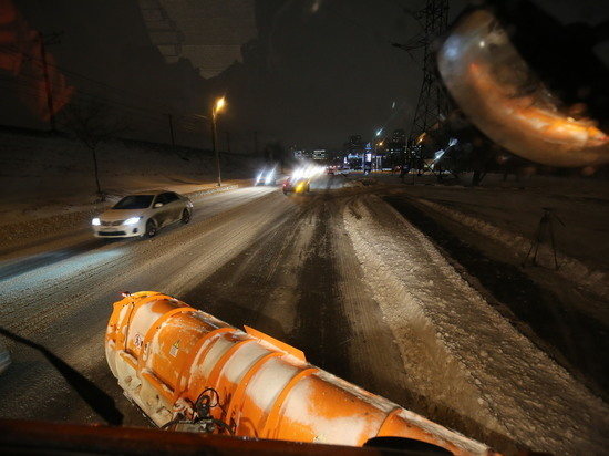 Автомобили волгоградцев мешают расчистке улиц от снега
