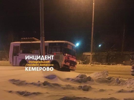 Маршрутка столкнулась с легковушкой в Кемерове