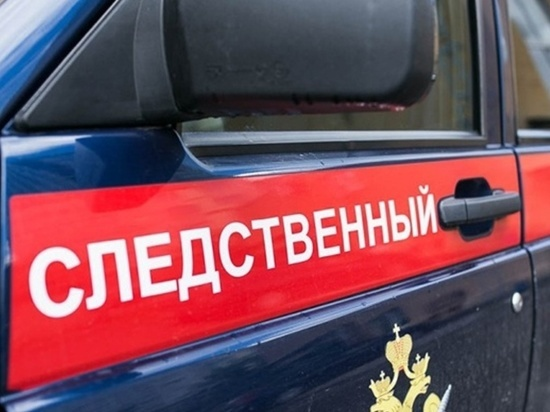Сотрудник колонии на Колыме воровал телефоны, которые проносили заключённым