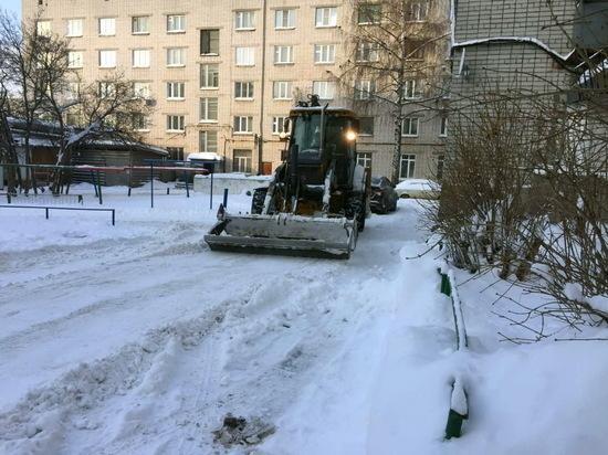 Коммунальные службы продолжают чистить Йошкар-Олу от снега