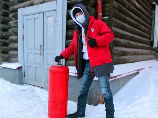 Томские волонтеры помогли пенсионерам по хозяйству в аномальные морозы