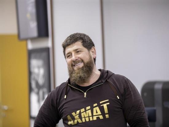Кадыров отметил чеченский этикет бойца ММА Чимаева