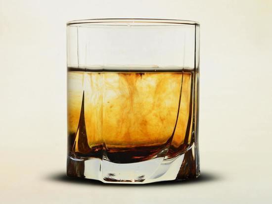 29-летнего воришку с бутылкой виски поймали псковские росгвардейцы
