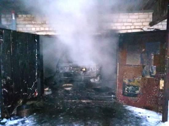 В Дорогобужском районе гараж сгорел вместе с автомобилем