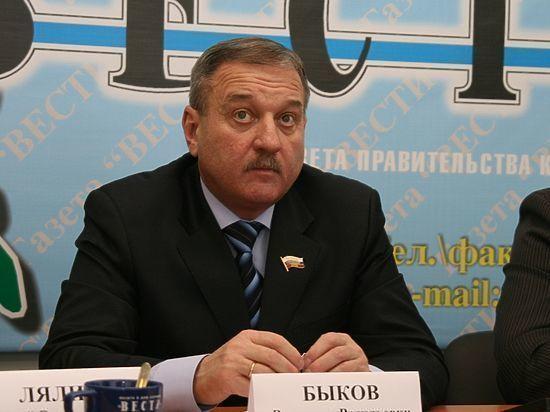 В Кирове начали опрашивать сотню свидетелей по делу Владимира Быкова