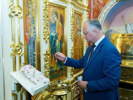 Игорь Додон поздравил граждан Молдовы с Днем Святого Василия Великого