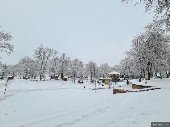Около 4 тысяч кубометров снега вывезли из Пскова за новогодние праздники