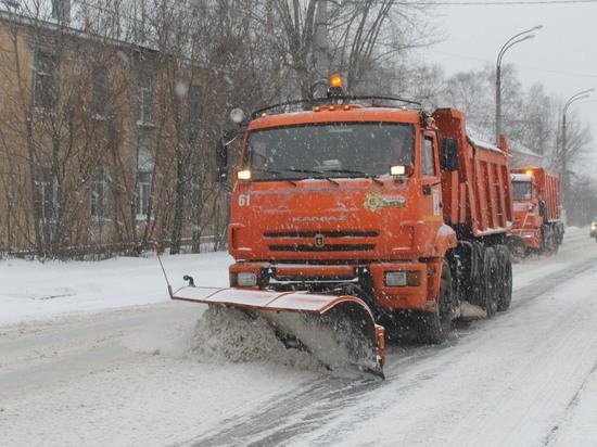 В Твери круглые сутки чистят улицы и вывозят снег