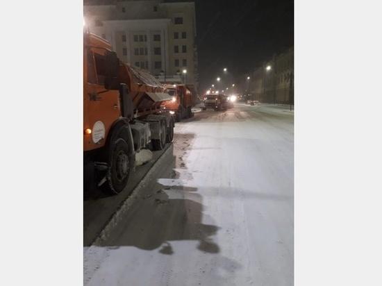 Смоленск ежедневно убирают от снега и наледи