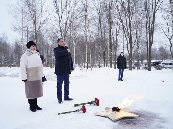 Игорь Руденя возложил цветы к мемориалу в Тверской области