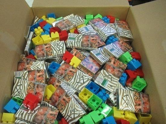 В посылках с игрушками псковская таможня нашла контрабандные сигареты