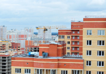 Горючий утеплитель в новостройках, срывы сроков сдачи ключей покупателям квартир в многоэтажках, жилье с кривыми стенами и полами – такими жилищно-строительными бедами «порадовал» ушедший 2020 год
